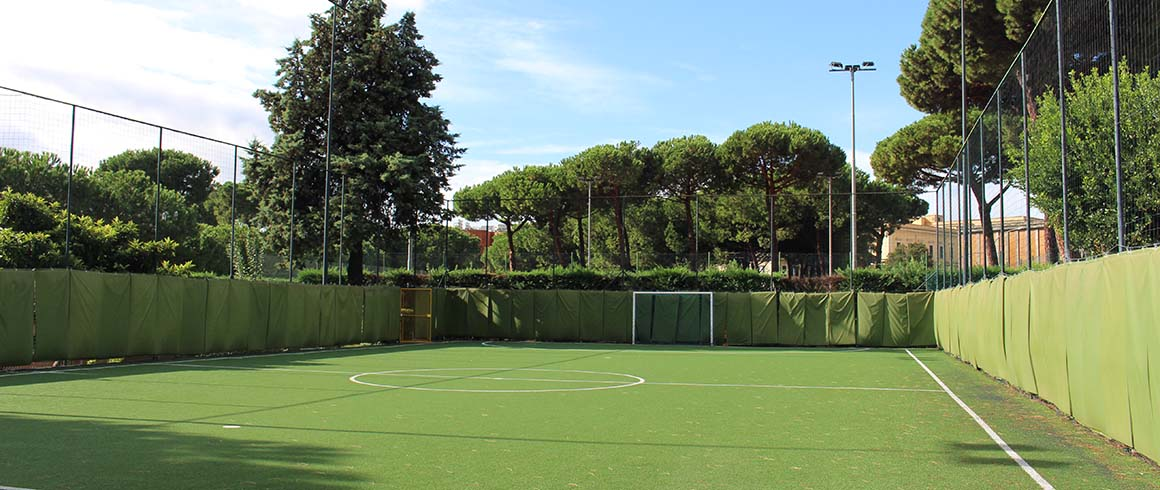 Un calcio all'indifferenza